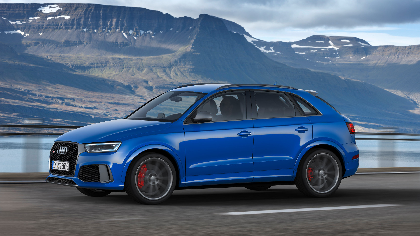 2-audi-rs-q3-performance.jpg