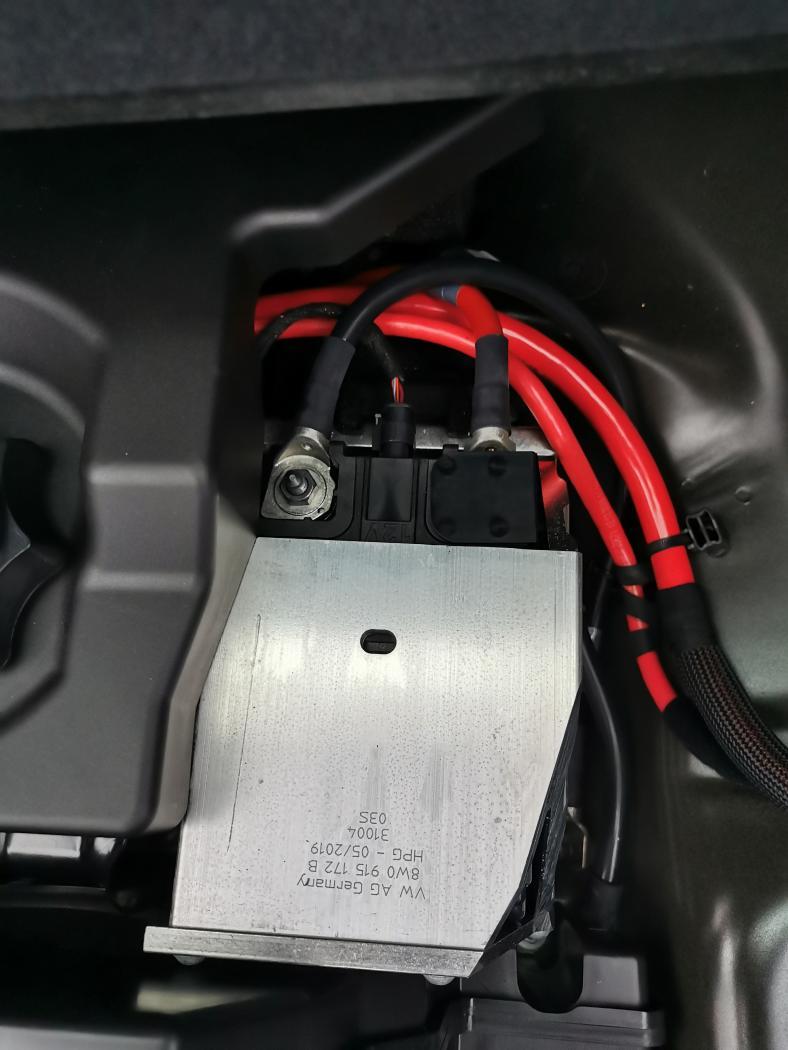 Batterie_coffre-2.jpeg