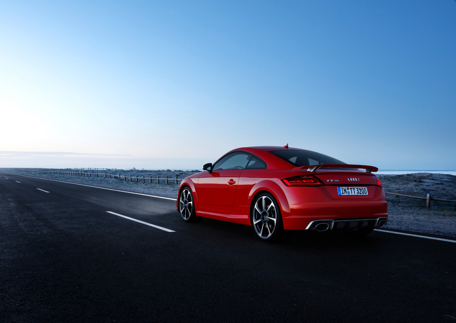 1-Audi-TT-RS-Coupe.jpg