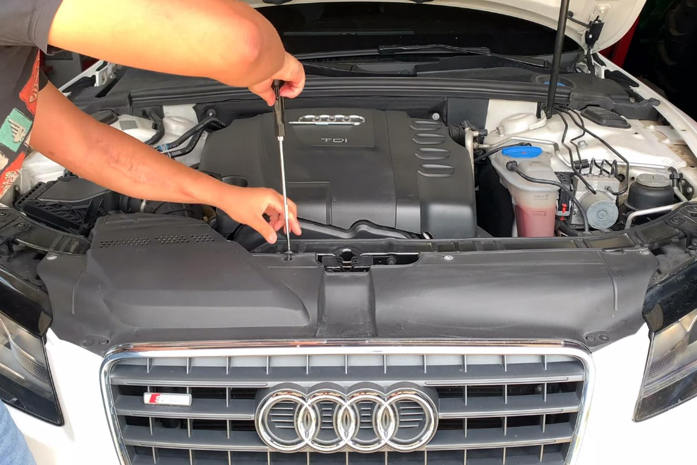 3-remplacer-ampoules-xenon-audi-a5.jpg