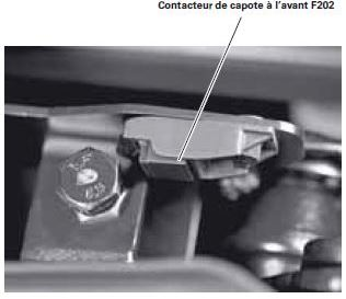 46audiA38P-contacteur-capote-avantF2022.jpg