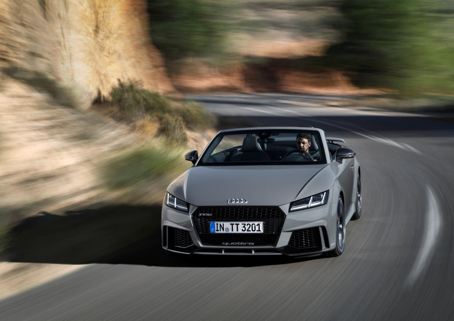 6-Audi-TT-RS-Roadster.jpeg