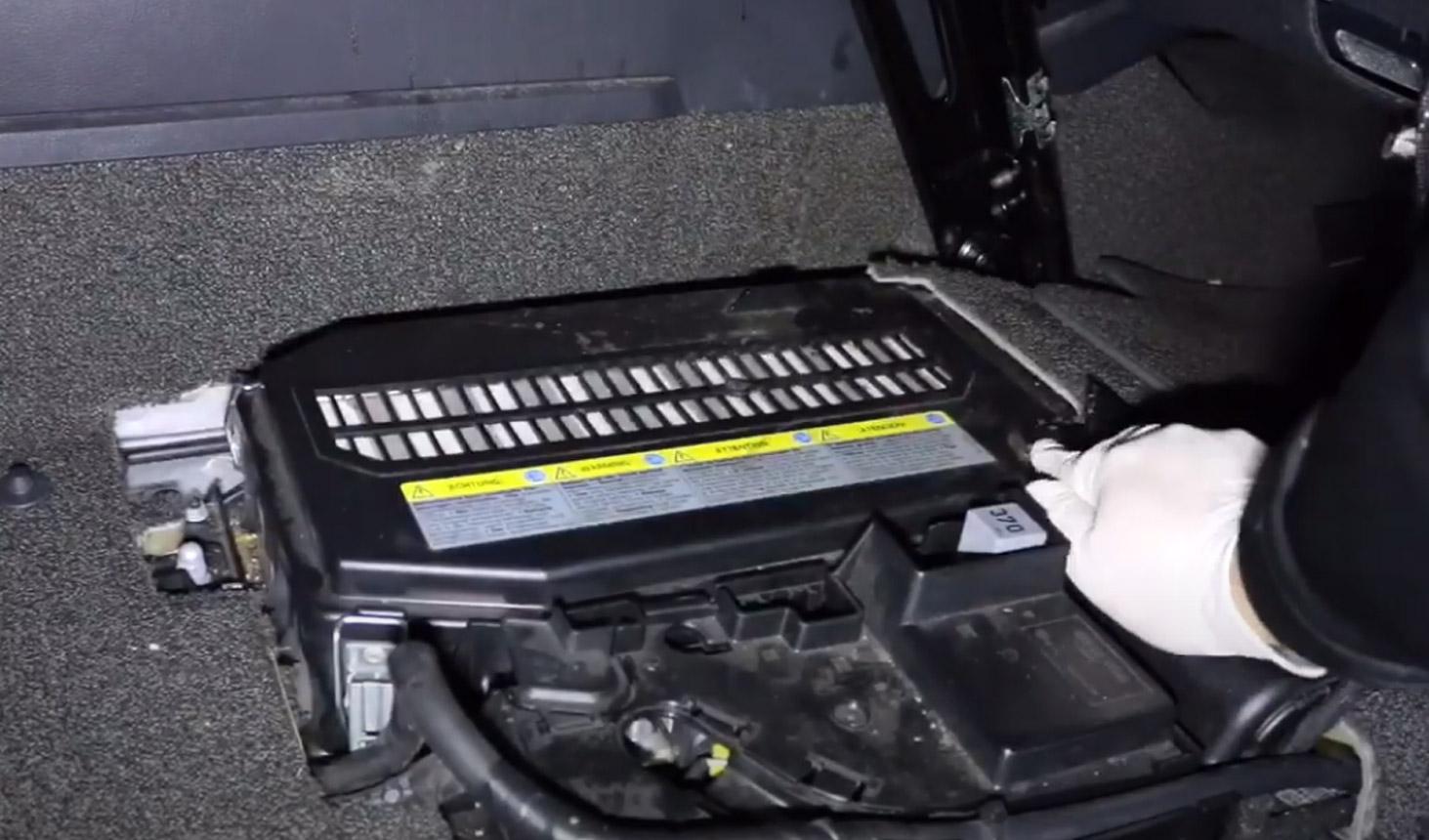7-tuto-changement-batterie-audi-q7.jpg