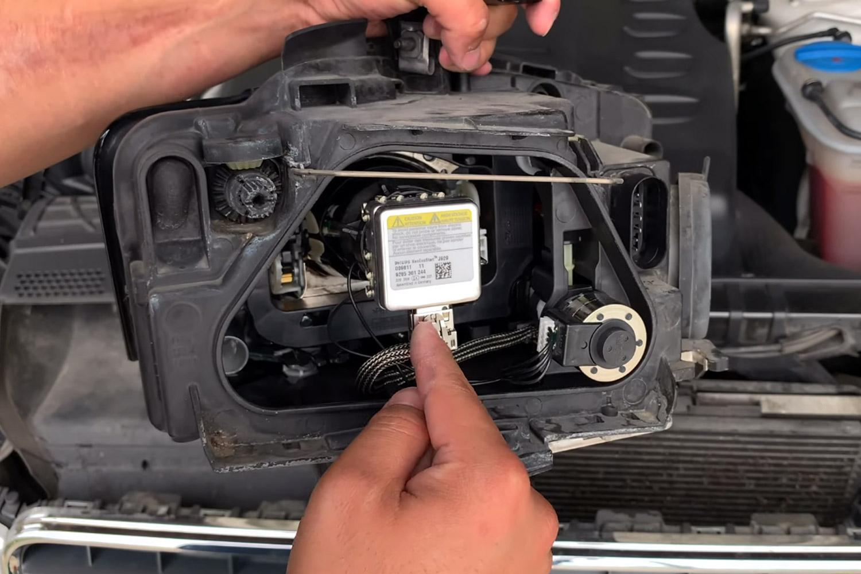 9-remplacer-ampoules-xenon-audi-a5.jpg