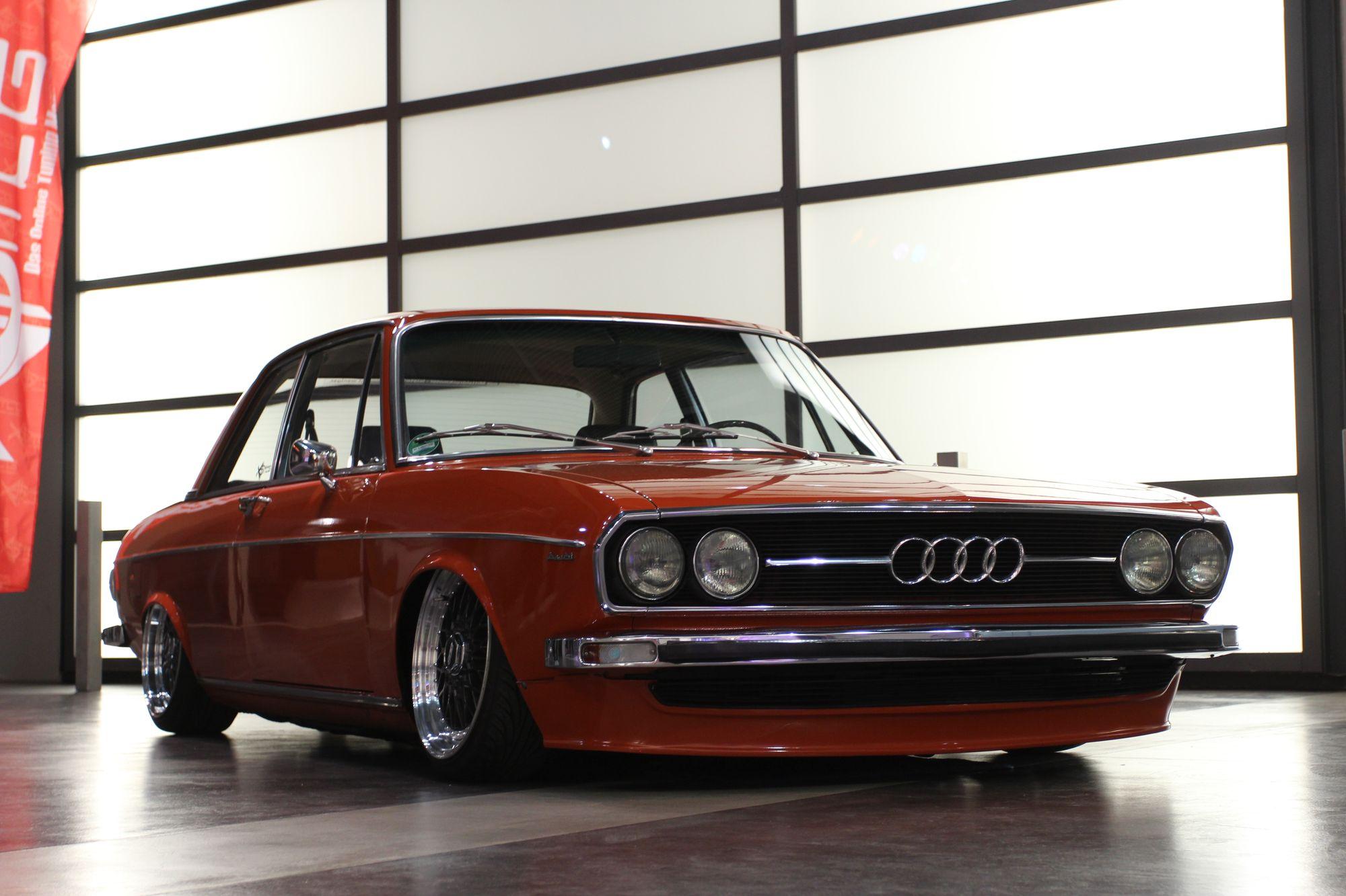 Audi-100-C1-2