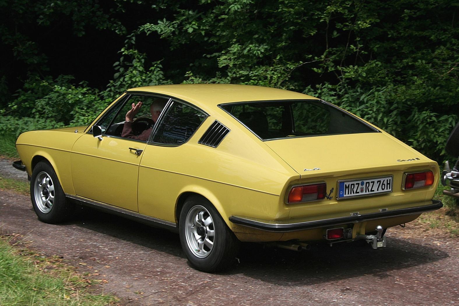 Audi-100-C1-4