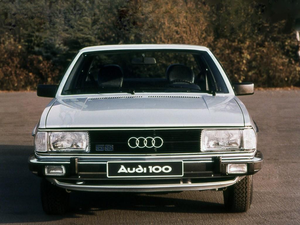 Audi-100-C2-1