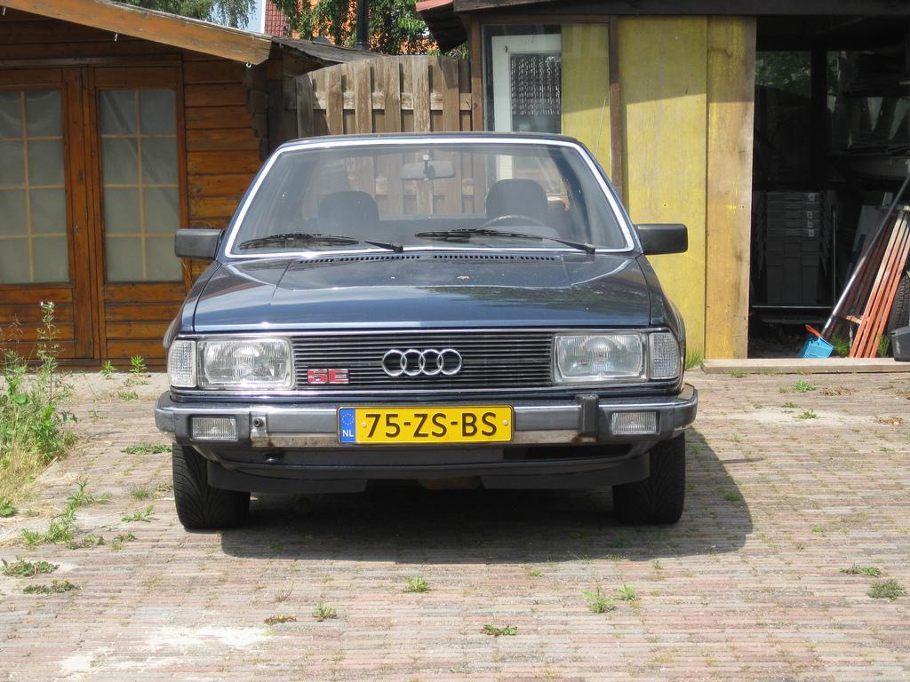 Audi-100-C2-2