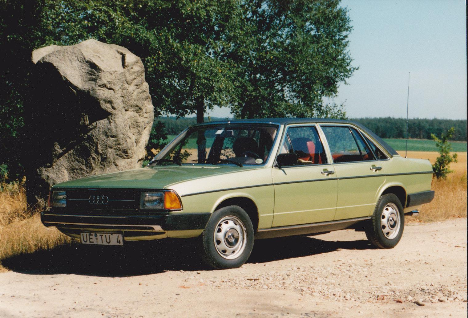 Audi-100-C2-3