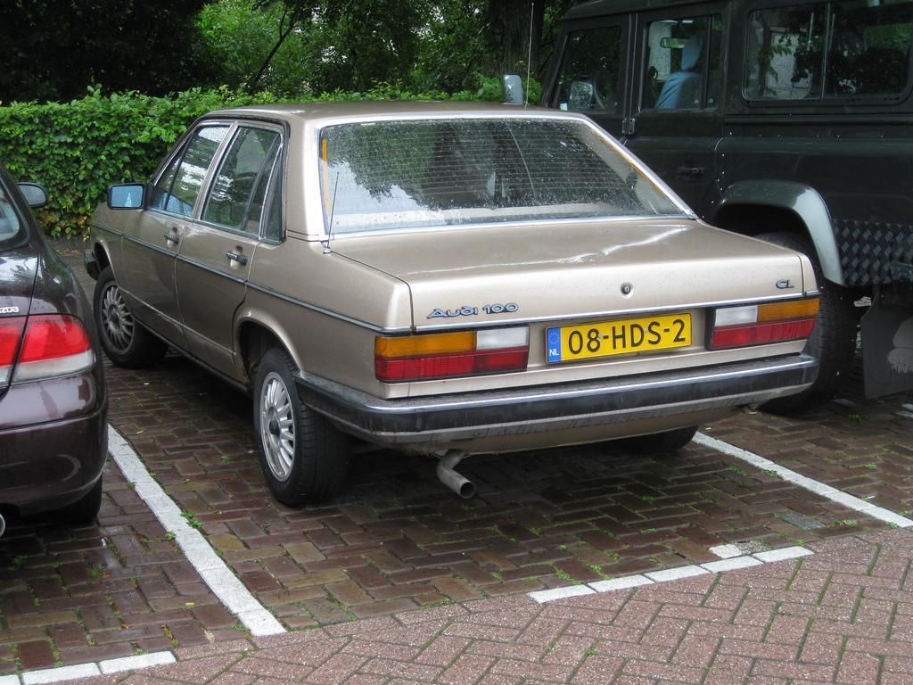 Audi-100-C2-5