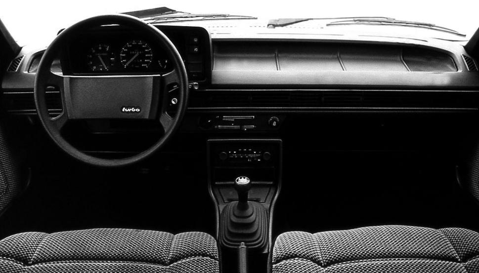 Audi-200-C2-2