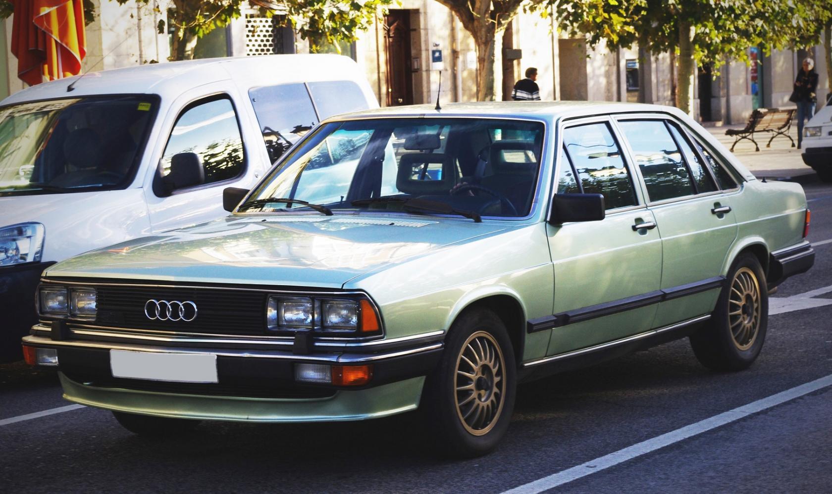 Audi-200-C2-4