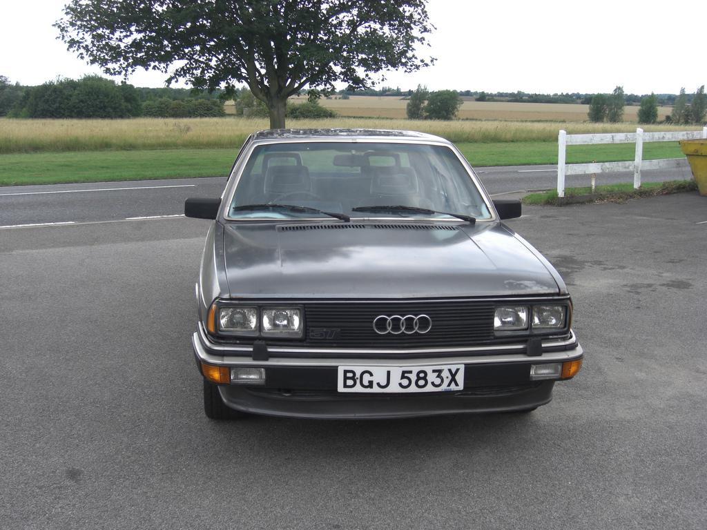 Audi-200-C2-8