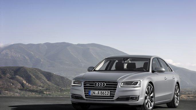 Audi A8 sur route