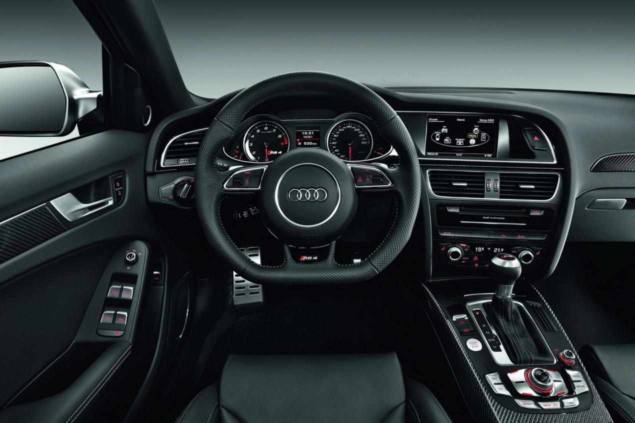 Audi-RS4-B9-interieur