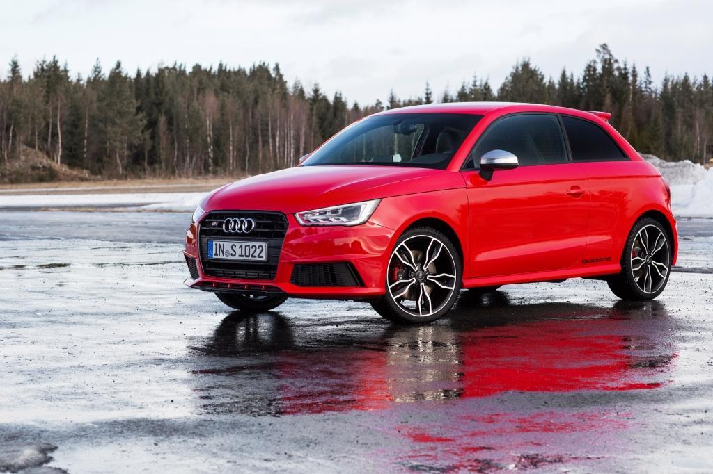 Audi S1 rouge