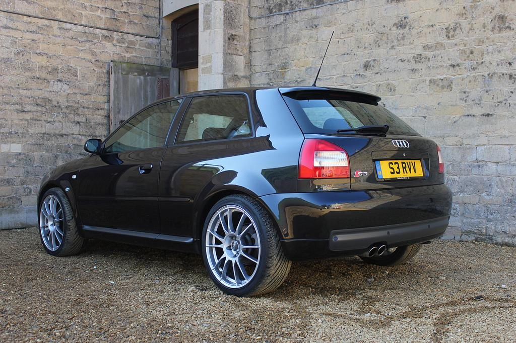 Audi S3 8L noire arrière