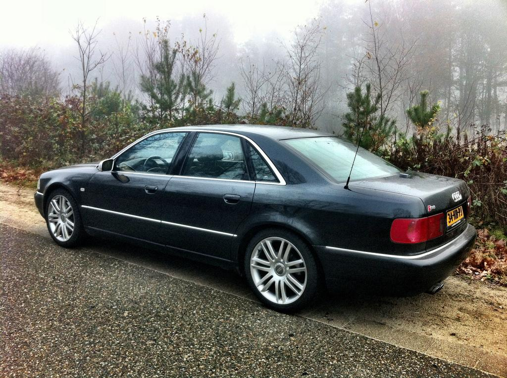 Audi-S8-D2-