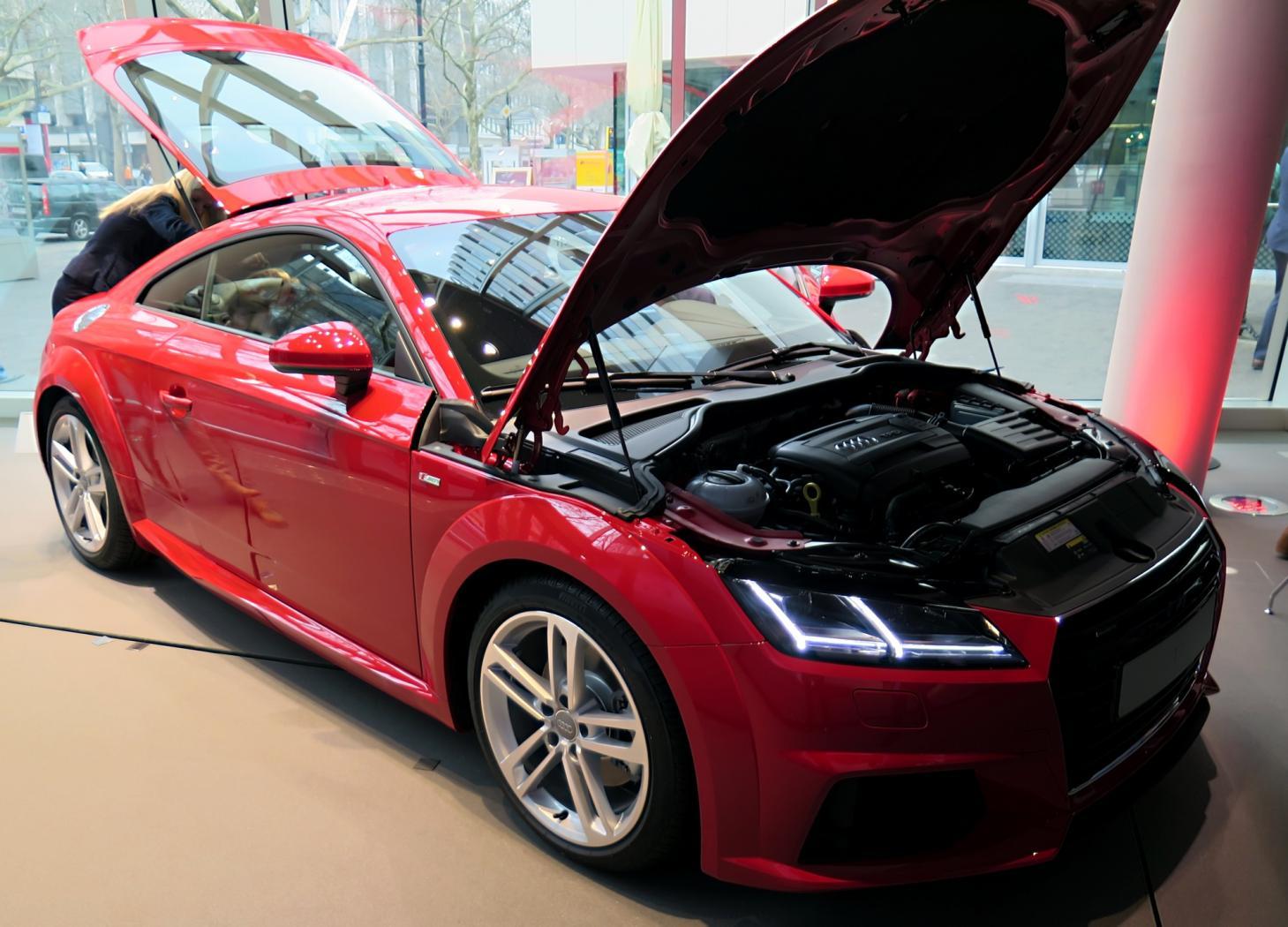 Audi-TT-8S-4