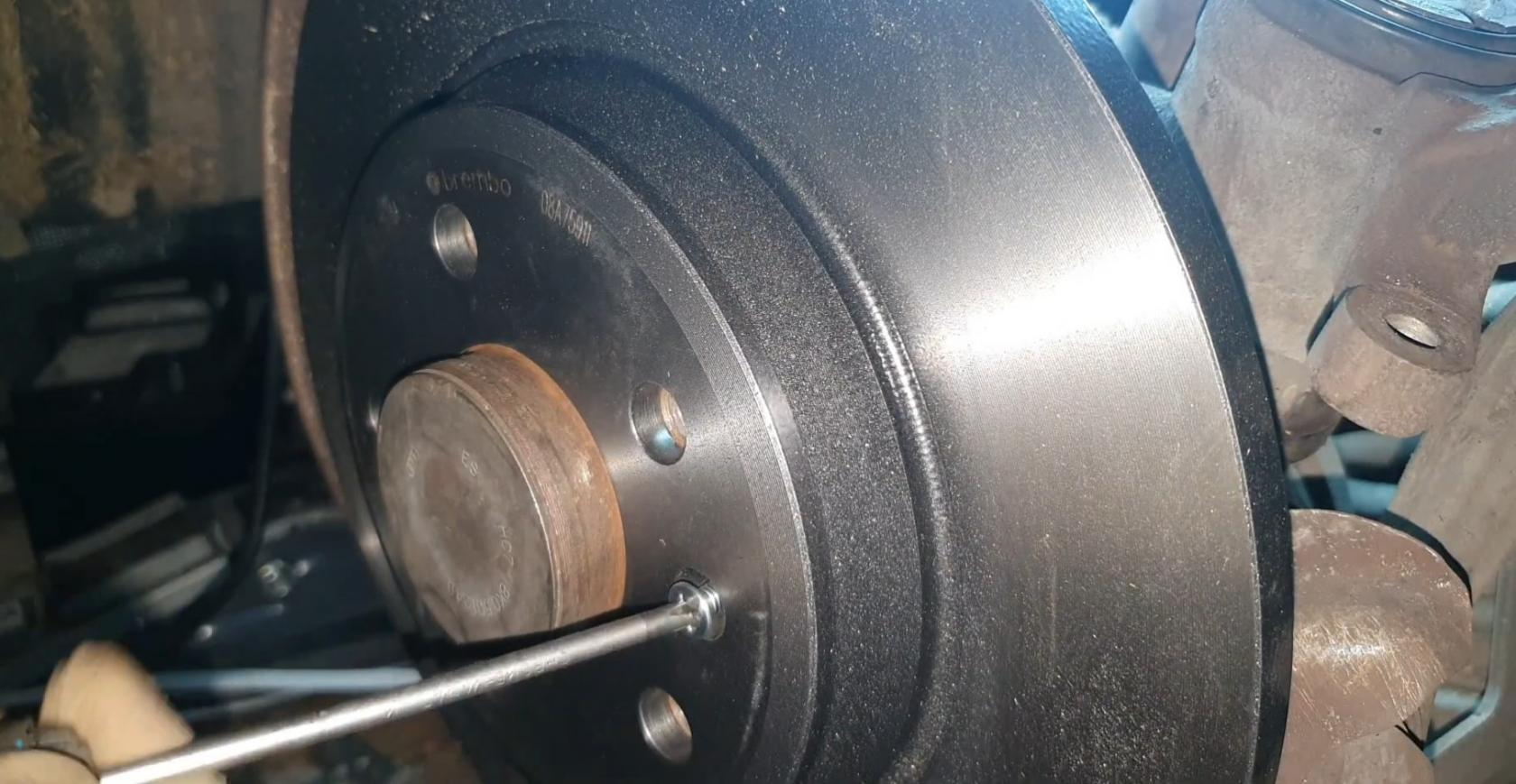 AudiA5-Tuto-disquesetplaquettes-5.jpeg