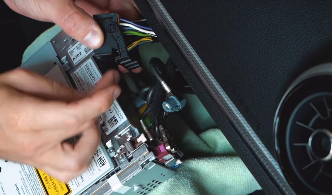 Tuto-installation-camera-Audi-A3-8V-3.jpeg