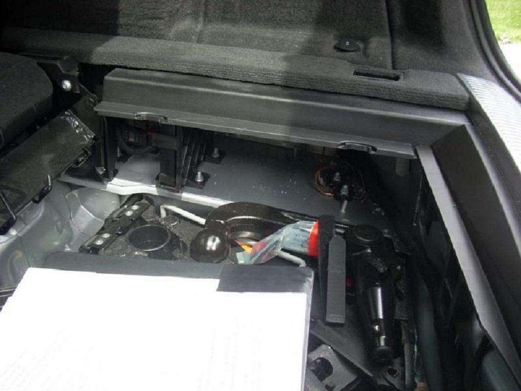 Tuto-montage-attelage-Audi-A4-B8-5.jpg
