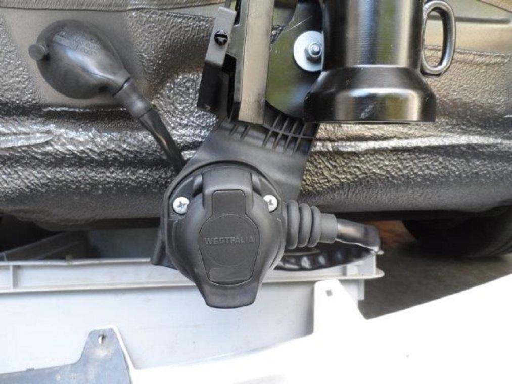 Tuto-montage-attelage-Audi-A4-B8-7.jpg
