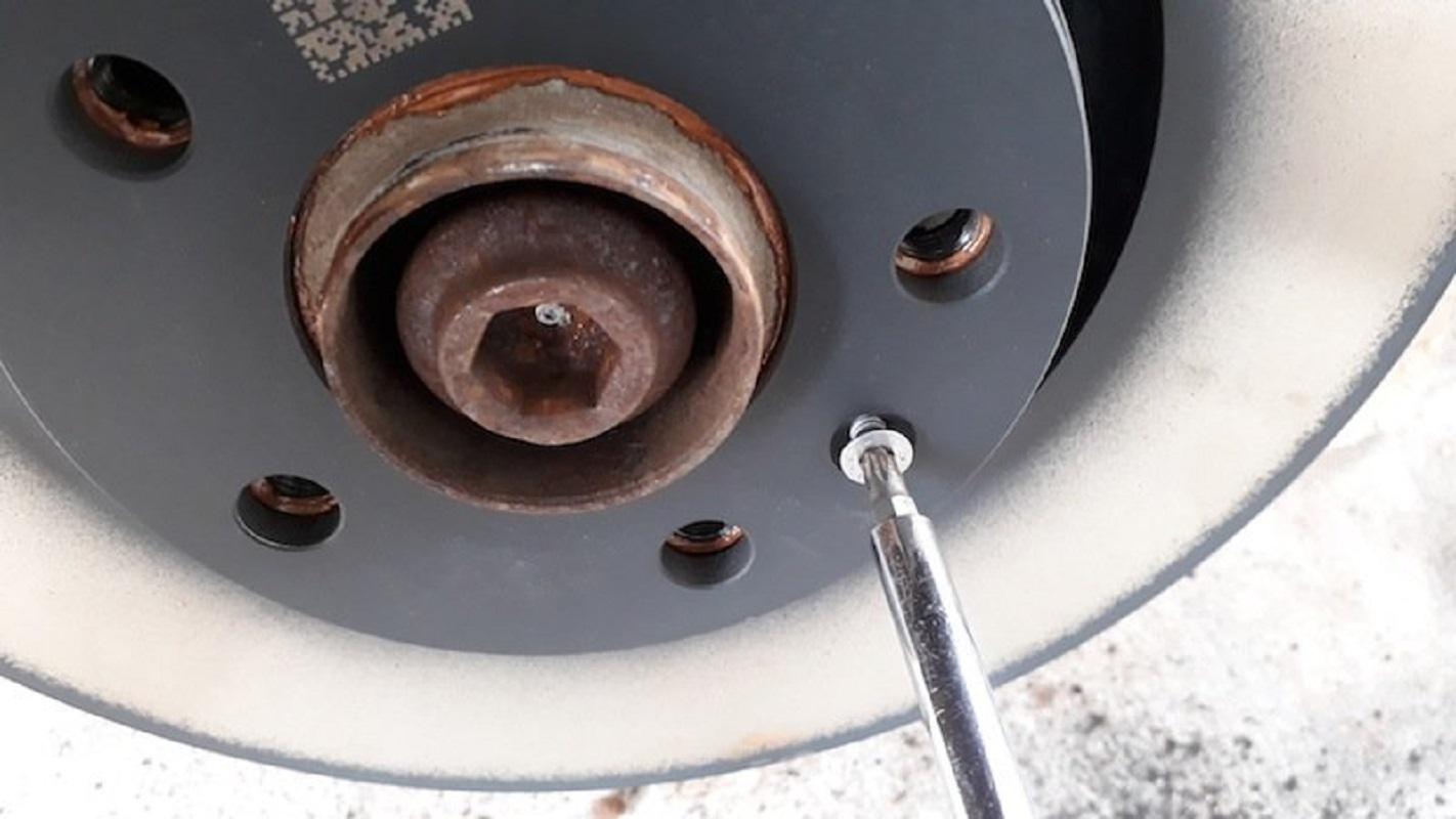 tuto-remplacement-disques-et-freins-audi-a6-c6-5.jpg
